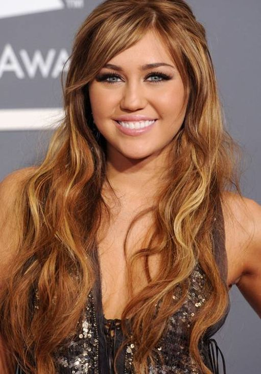 http://tuandamio.files.wordpress.com/2011/08/fotos-miley-cyrus-premios-grammy-2011-41.jpg